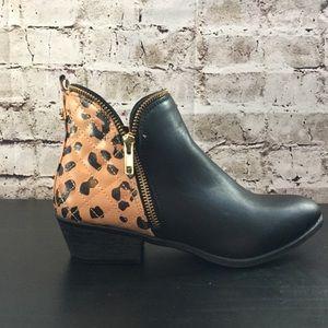 NWOT Betseyville Black & Leopard Booties 6